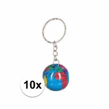10x wereldbollen sleutelhangertjes van blik