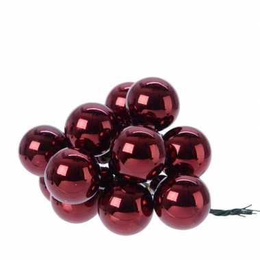 12x donkerrode mini kerststukjes insteek kerstballetjes 2 cm van glas