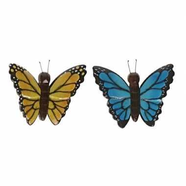 2 stuks houten koelkast magneten in de vorm van een gele en blauwe vlinder