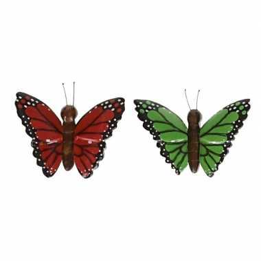 2 stuks houten koelkast magneten in de vorm van een rode en groene vlinder