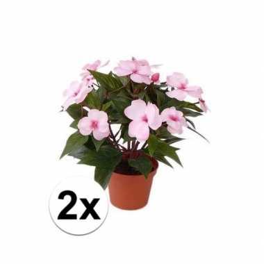 2x lichtroze kunstplanten met bloemen vlijtig liesje van 25 cm