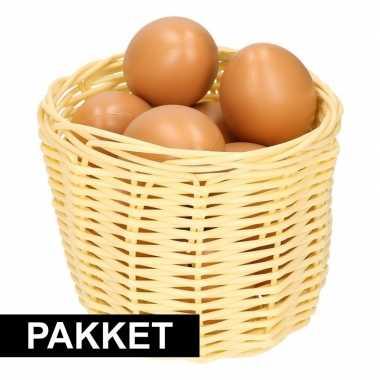Beige paaseieren mandje met bruine eieren