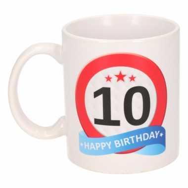 Cadeau 10 jaar mok / beker verkeersbord thema