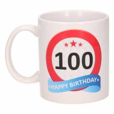 Cadeau 100 jaar mok / beker verkeersbord thema