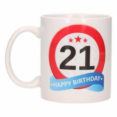 Cadeau 21 jaar mok / beker verkeersbord thema