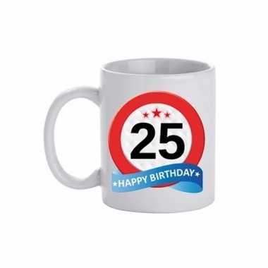 Cadeau 25 jaar mok / beker verkeersbord thema