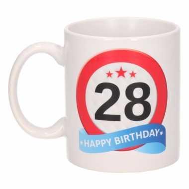 Cadeau 28 jaar mok / beker verkeersbord thema