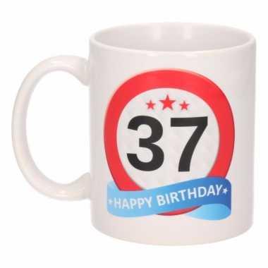 Cadeau 37 jaar mok / beker verkeersbord thema