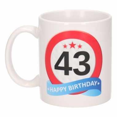 Cadeau 43 jaar mok / beker verkeersbord thema