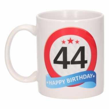 Cadeau 44 jaar mok / beker verkeersbord thema