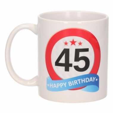 Cadeau 45 jaar mok / beker verkeersbord thema