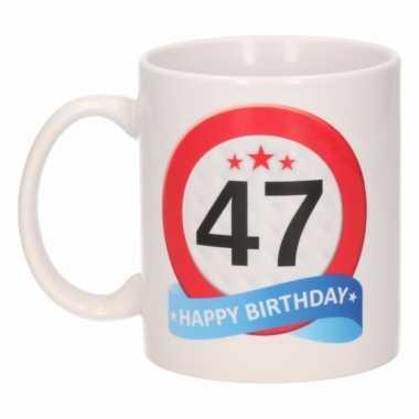 Cadeau 47 jaar mok / beker verkeersbord thema