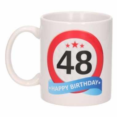 Cadeau 48 jaar mok / beker verkeersbord thema