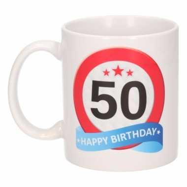 Cadeau 50 jaar mok / beker verkeersbord thema
