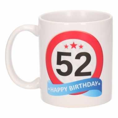 Cadeau 52 jaar mok / beker verkeersbord thema