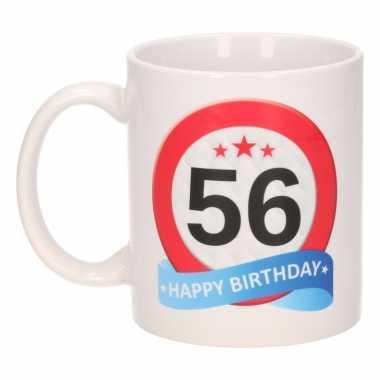 Cadeau 56 jaar mok / beker verkeersbord thema