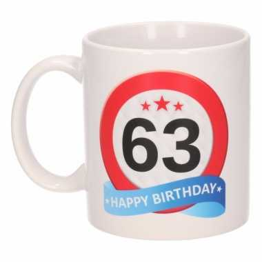 Cadeau 63 jaar mok / beker verkeersbord thema