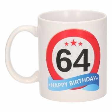 Cadeau 64 jaar mok / beker verkeersbord thema
