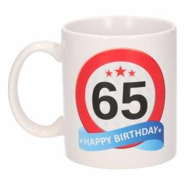 Cadeau 65 jaar mok / beker verkeersbord thema