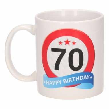 Cadeau 70 jaar mok / beker verkeersbord thema