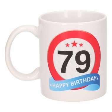 Cadeau 79 jaar mok / beker verkeersbord thema