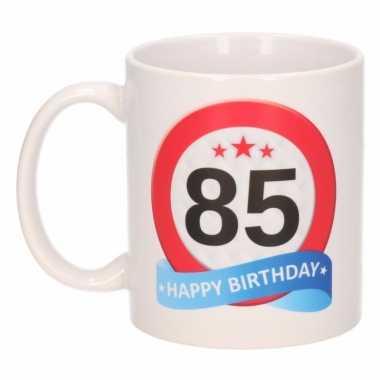 Cadeau 85 jaar mok / beker verkeersbord thema