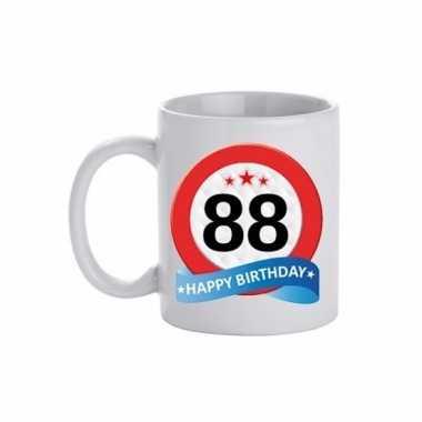 Cadeau 88 jaar mok / beker verkeersbord thema