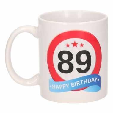 Cadeau 89 jaar mok / beker verkeersbord thema