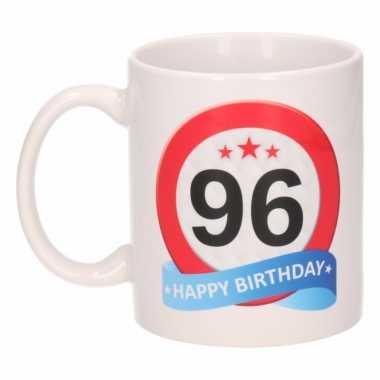 Cadeau 96 jaar mok / beker verkeersbord thema