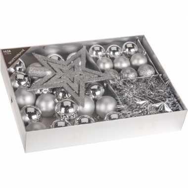 Classic silver kerstboomdecoratie 33 delig zilver
