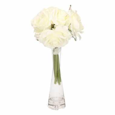 Cremekleurig rozen boeket met smal vaasje