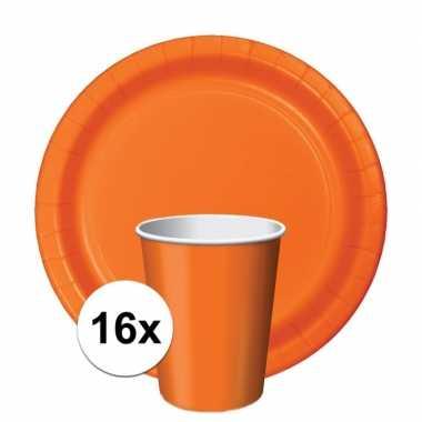 Feest decoratie pakket 16 oranje bekertjes en bordjes