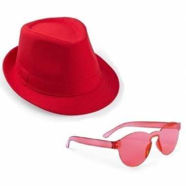 Feest setje rode gleufhoed met zonnebril