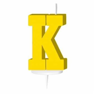 Geel taart kaarsje letter k