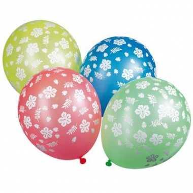 Gekleurde ballonnen met bloemen