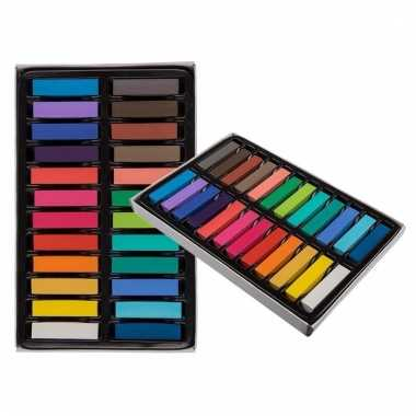 Gekleurde haarkrijtjes
