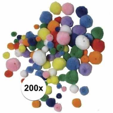 Gekleurde knutsel pompons om te rijgen 200 stuks