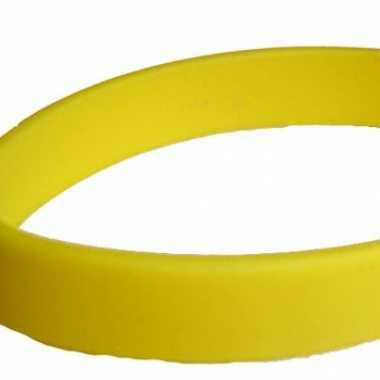 Gele armbandjes van rubber