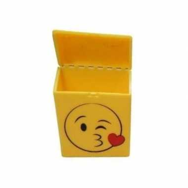 Gele sigarettenbox kussende smiley