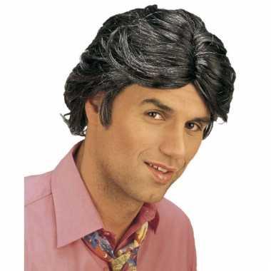 Gigolo pruik met zwart haar