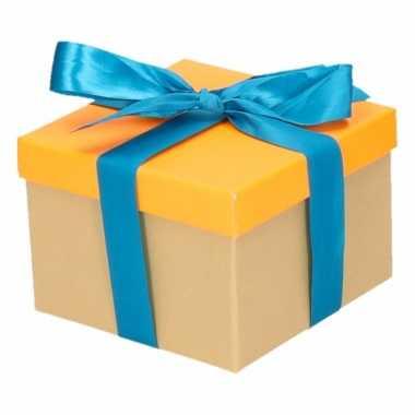 Kado doosjes neon oranje met blauwe strik 13 cm vierkant