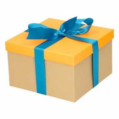 Kado doosjes neon oranje met blauwe strik 18 cm vierkant