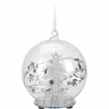 Kerst hangdecoratie glazen kerstbal 8 cm met boompje en verlichting