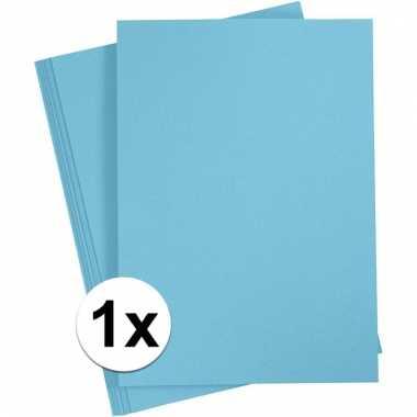 Lichtblauw kartonnen vel a4