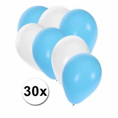 Lichtblauwe en witte ballonnen