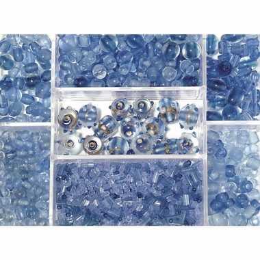 Lichtblauwe glazen kralen in box 115 gram