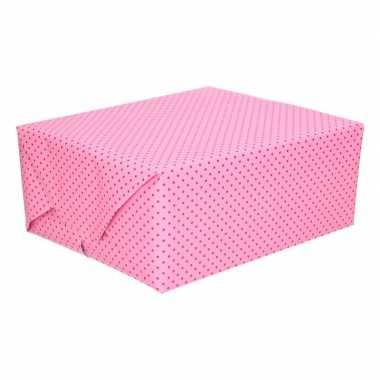 Lichtroze cadeaupapier met roze stipjes 70 x 200 cm