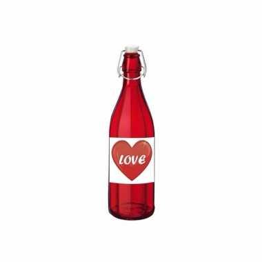 Liefdesdrankje in rode glazen fles