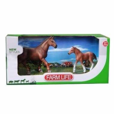 Mustang paard met veulen setje