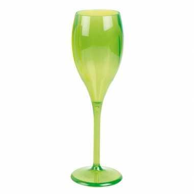 Neon groen wijnglas